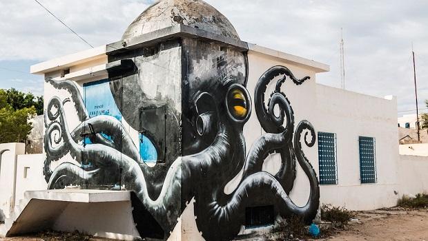 Un village transformé par 150 graffeurs