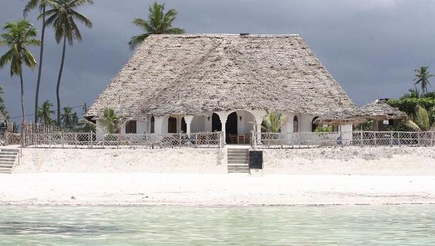 Magnifique maison de plage avec un grand toit de chaume à Zanzibar