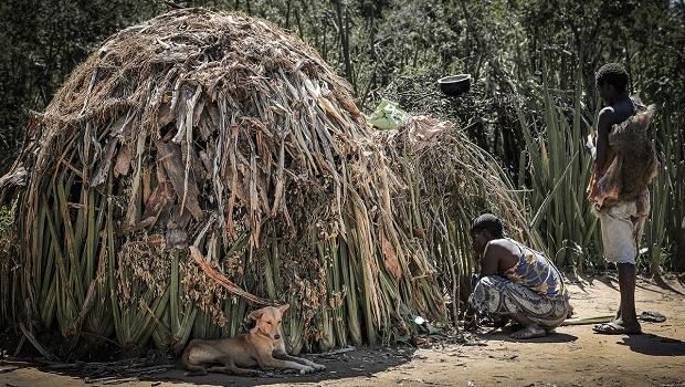 La hutte du peuple Hadza