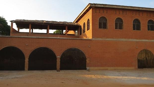 Grande maison en brique à Lomé