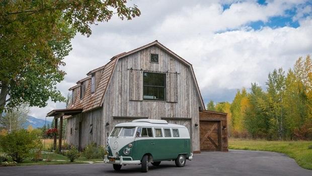 Une magnifique maison moderne style «grange» dans le Wyoming