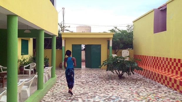Maison multicolore à Tambacounda