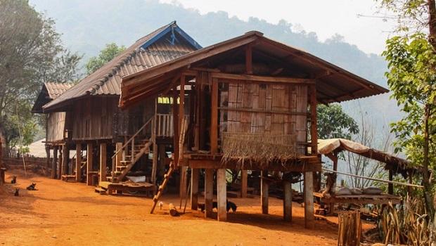 La maison du peuple Akha