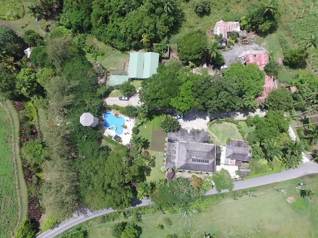 Maison de plantation r nov e saint george sur l 39 le de la barbade - Une maison un jardin saez saint paul ...