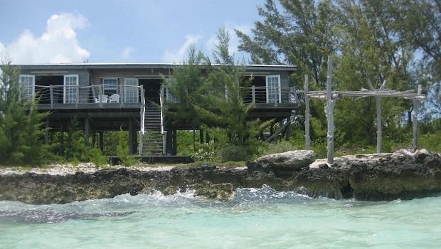 Maison en bois sur pilotis aux Bahamas