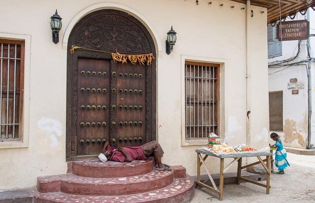 Les portes de zanzibar for Porte interieur de maison