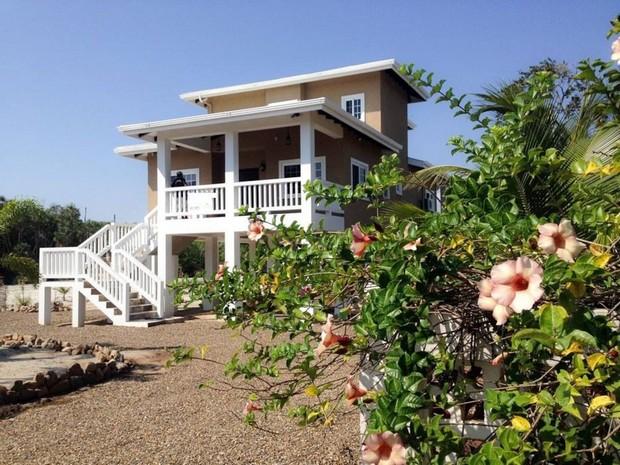 Maison moderne sur pilotis au Belize