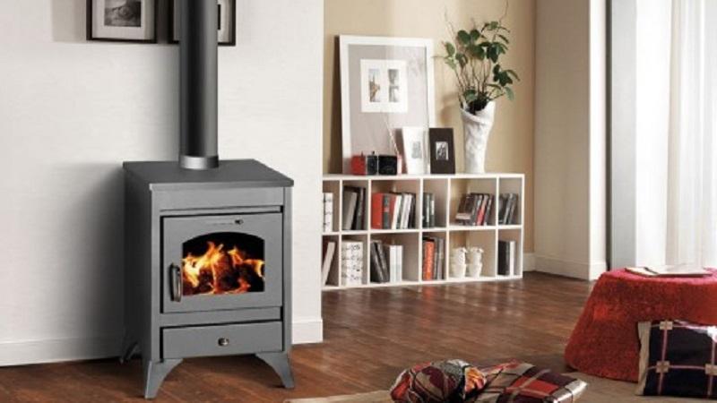 moderne et conomique d couvrez le po le bois dans votre salon. Black Bedroom Furniture Sets. Home Design Ideas