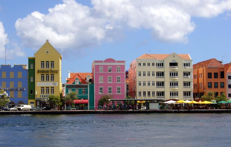 villes aux maisons colorées