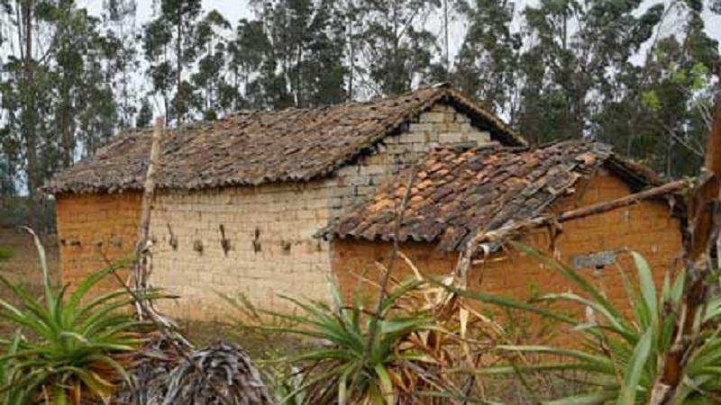maison briques adobe pérou