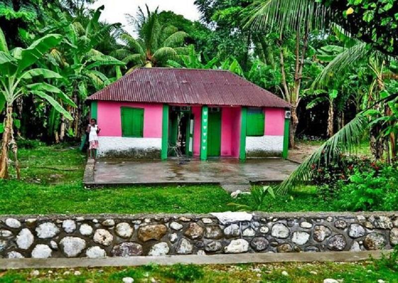 maison colorée haiti