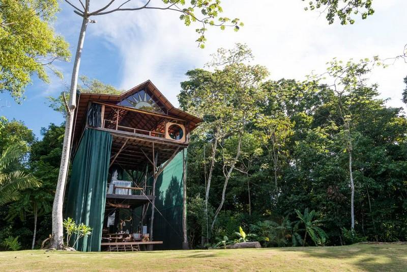 maison en bois dans la forêt costaricienne