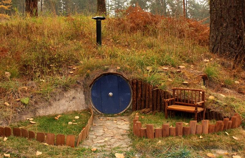 10 maisons de hobbit inspir es des romans de tolkien. Black Bedroom Furniture Sets. Home Design Ideas