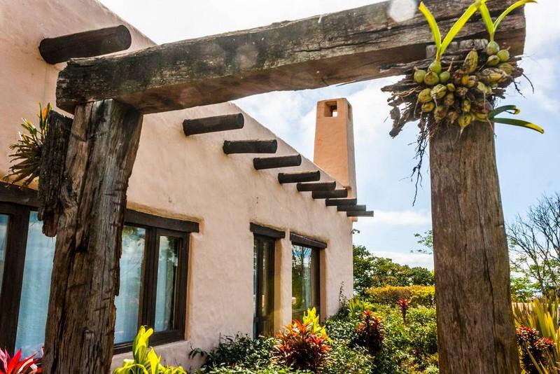 maison de style colonial espagnol heredia au costa rica. Black Bedroom Furniture Sets. Home Design Ideas