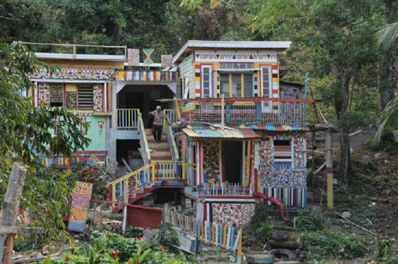 maison très colorée jamaique