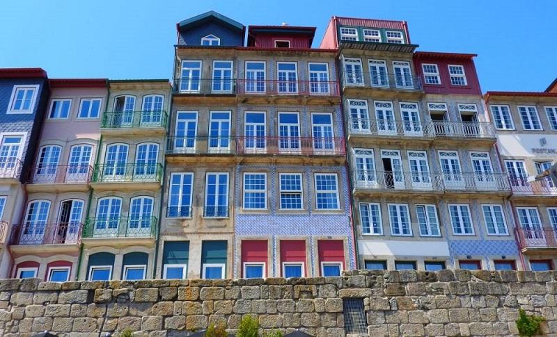 Interesting crdits photos aportoorg wikimedia with maisons for Maison du monde introduction en bourse
