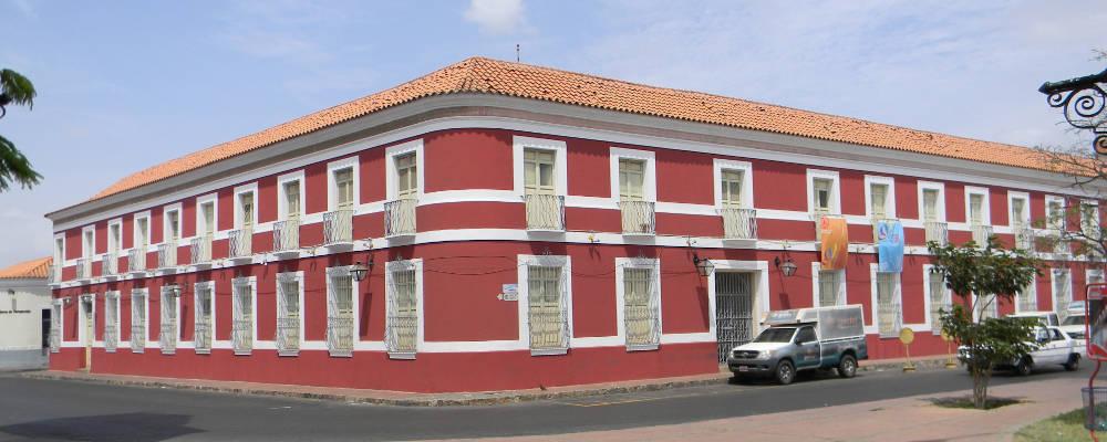 Les maisons coloniales de coro for Aux maisons maison les chaources