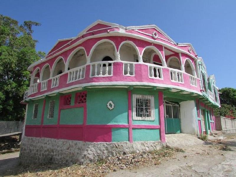 maison insolite et colorée
