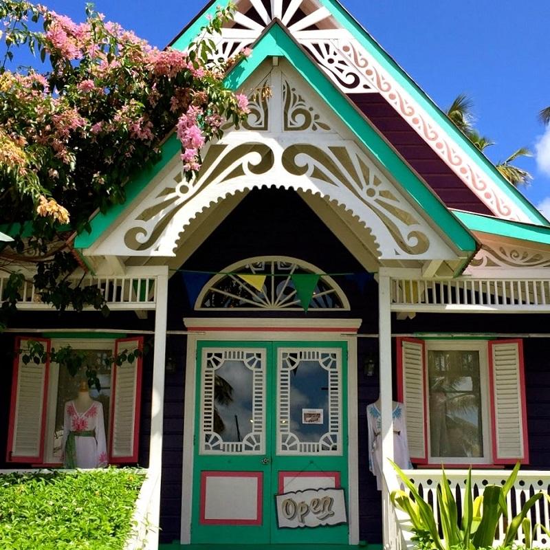 deux maisons de style gingerbread sur l 39 le moustique. Black Bedroom Furniture Sets. Home Design Ideas