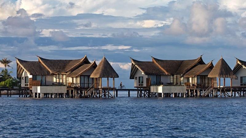 Jumeirah vittaveli resort un coin de paradis aux maldives - Maison sur pilotis maldives ...