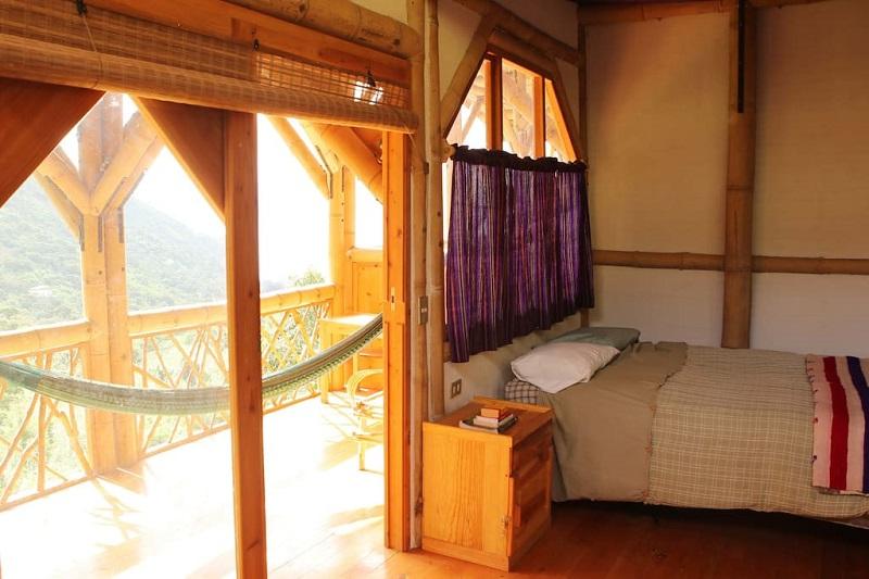 superbe maison en bambou au guatemala. Black Bedroom Furniture Sets. Home Design Ideas