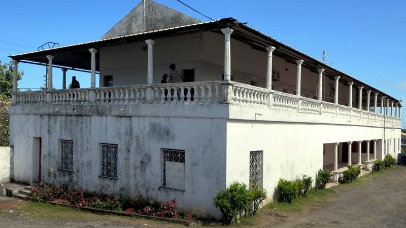 Ancienne maison coloniale aux comores for Photos maisons anciennes