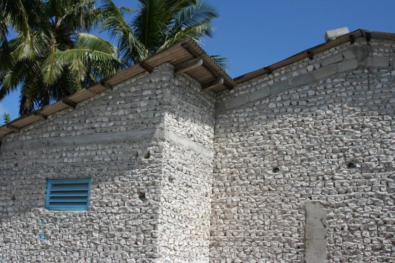 La maison de corail traditionnelle des maldives - Maison sur pilotis maldives ...