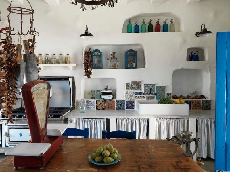 maison d 39 inspiration grecque au liban. Black Bedroom Furniture Sets. Home Design Ideas