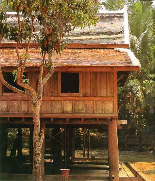 maison traditionnelle bois luang prabang