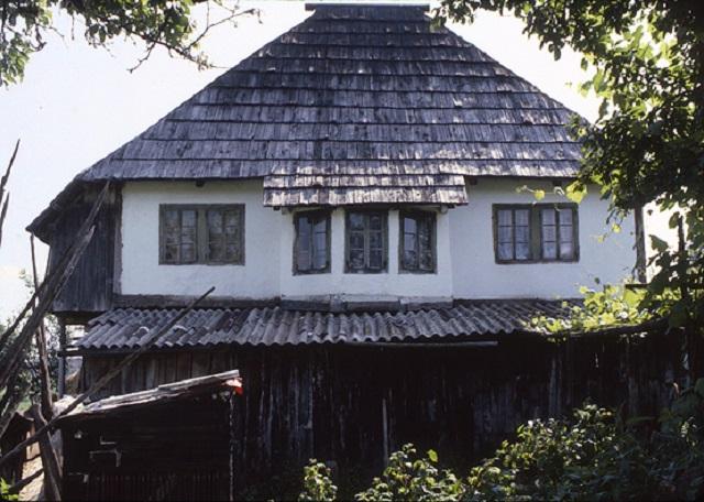 Maison traditionnelle du nord de la bosnie ardaklija for Maison traditionnelle nord