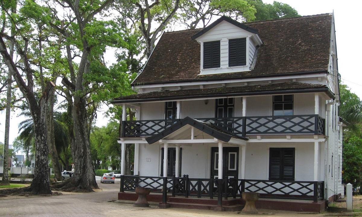 les maisons coloniales au sri lanka. Black Bedroom Furniture Sets. Home Design Ideas