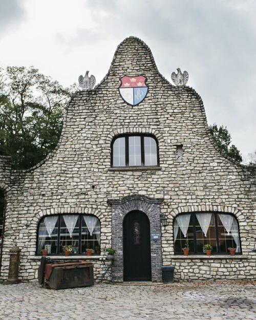 maison laide belgique
