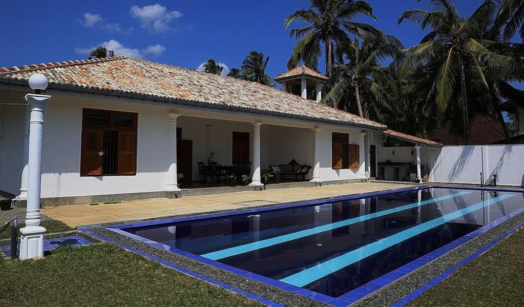 maison de style colonial au sri lanka. Black Bedroom Furniture Sets. Home Design Ideas
