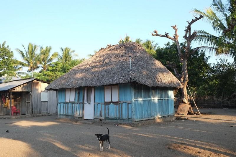 maison traditionnelle colorée timor