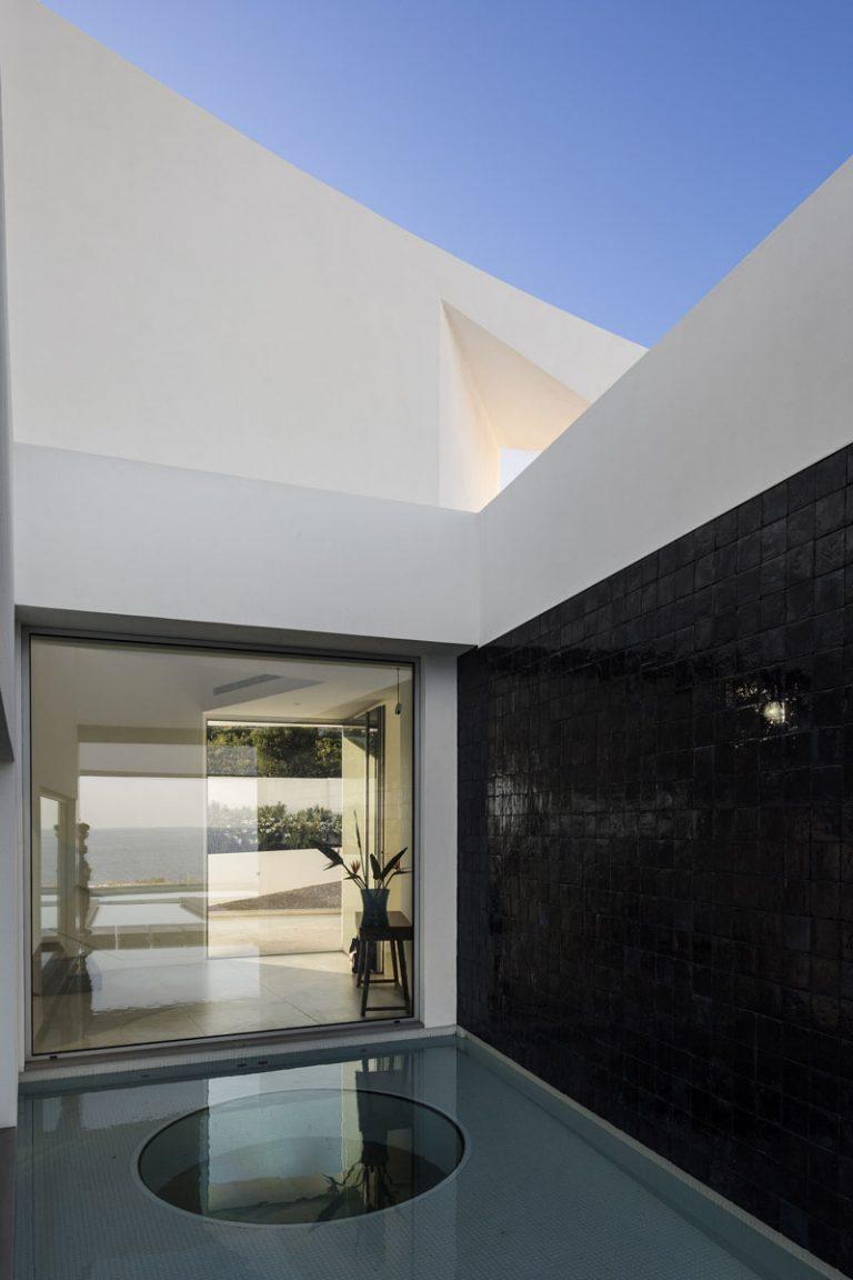 Maison Elliptique Contemporaine Au Portugal