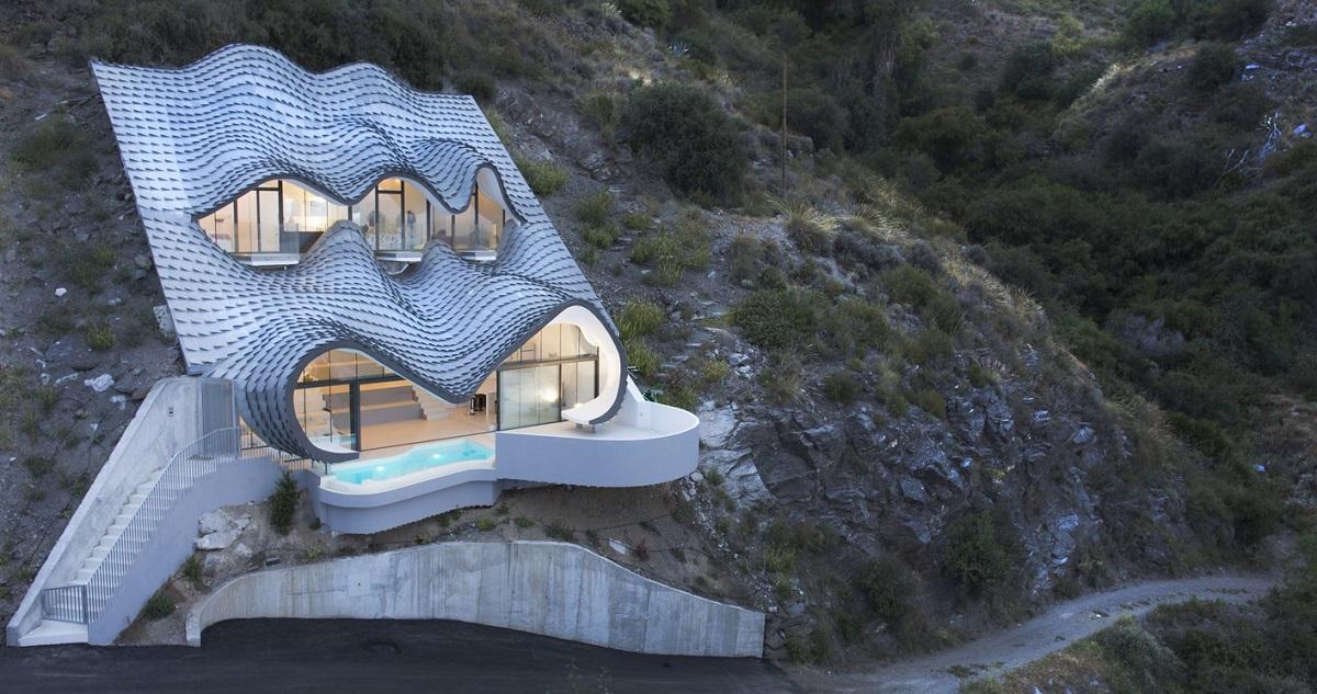 Une maison espagnole creus e dans la falaise for Decoration espagnole maison