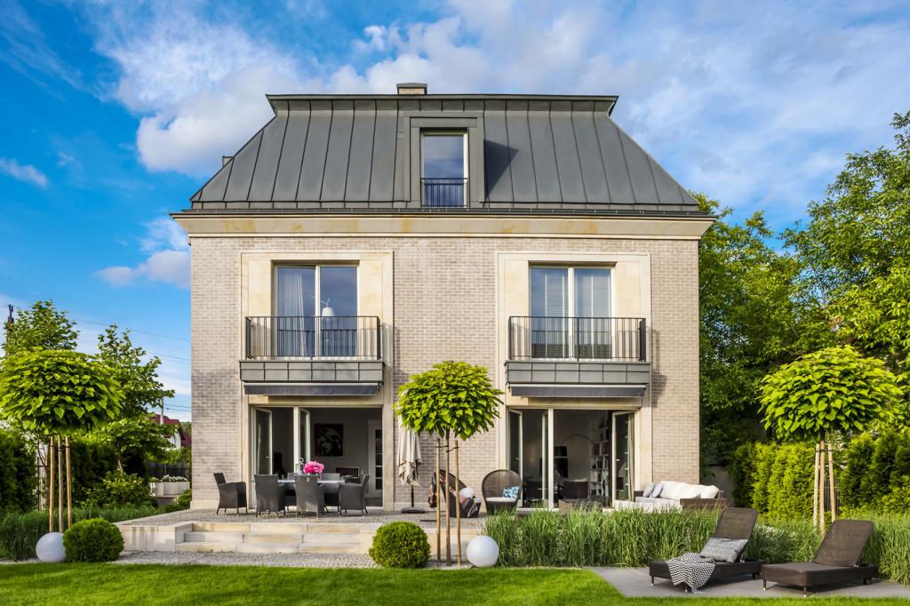 Une maison polonaise moderne inspir e par l 39 architecture for Architecture maison classique