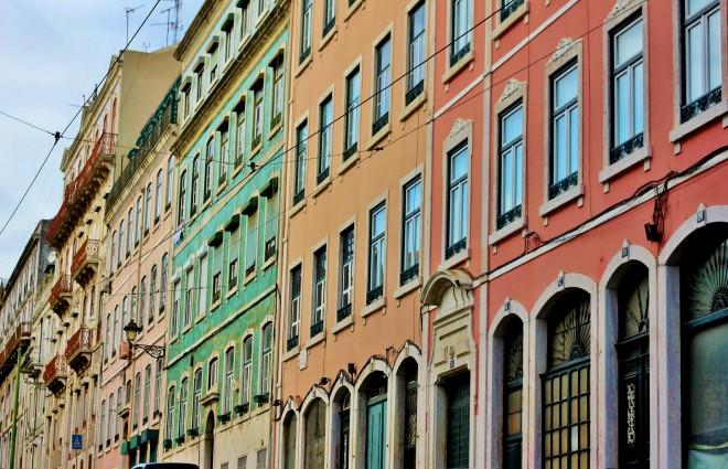 maisons colorées alfama lisbonne
