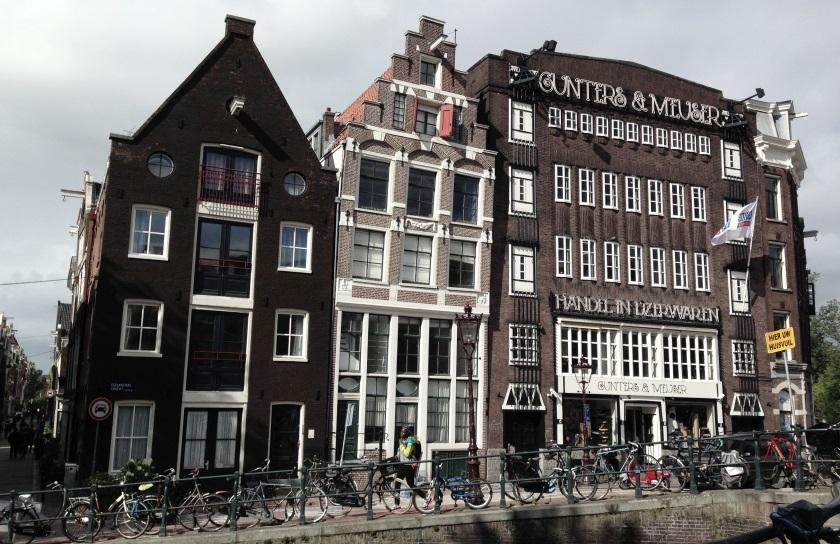 Pourquoi Les Maisons D Amsterdam Sont Elles Pench 233 Es