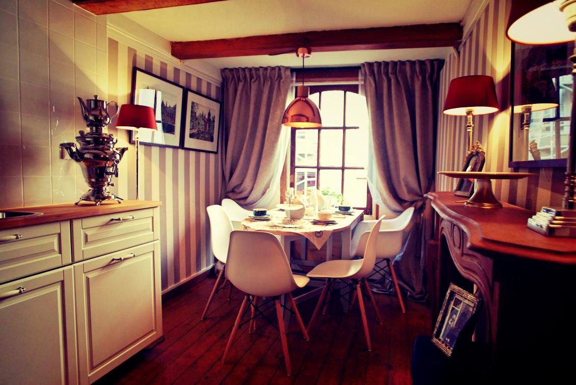 la plus petite maison d 39 amsterdam. Black Bedroom Furniture Sets. Home Design Ideas
