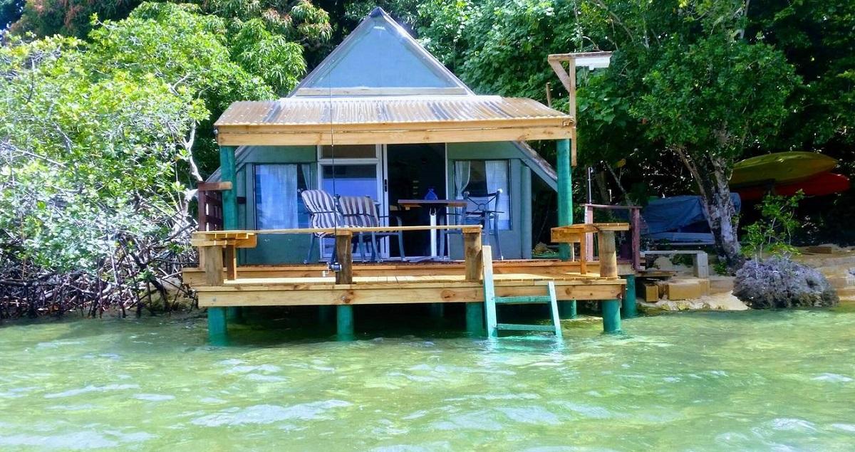 Charmant cottage sur pilotis à Tonga