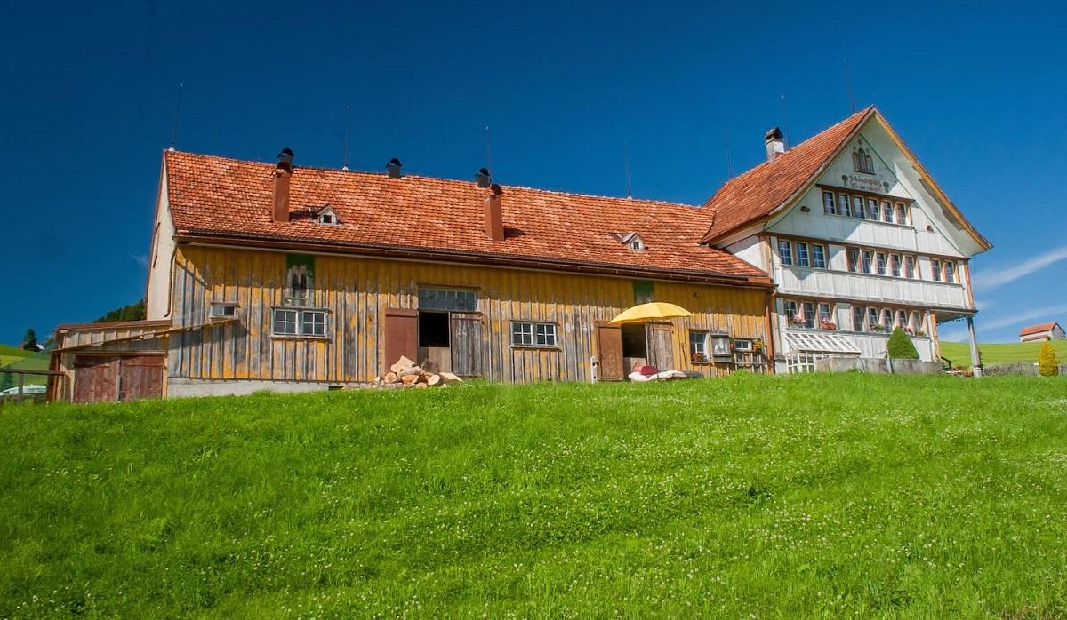 ferme traditionnelle suisse