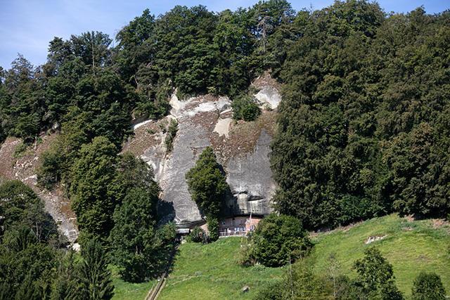 maison troglodyte Suisse