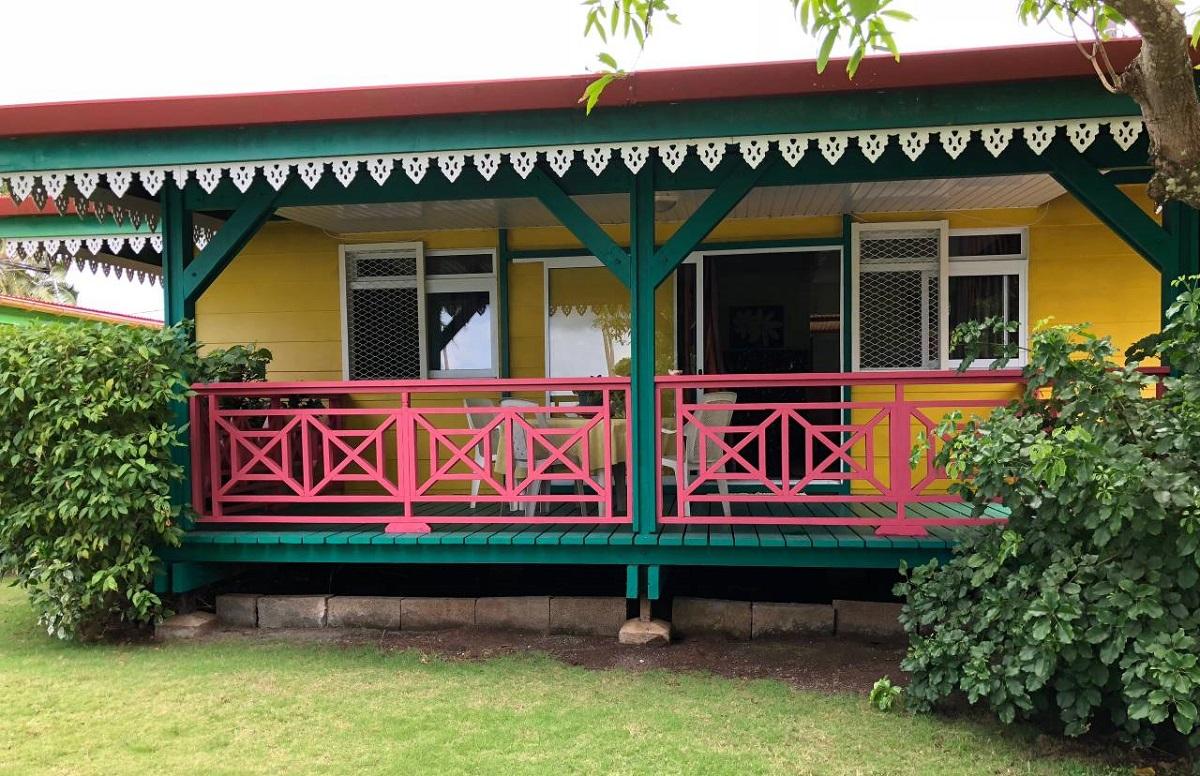 maison colorée en Polynésie Française