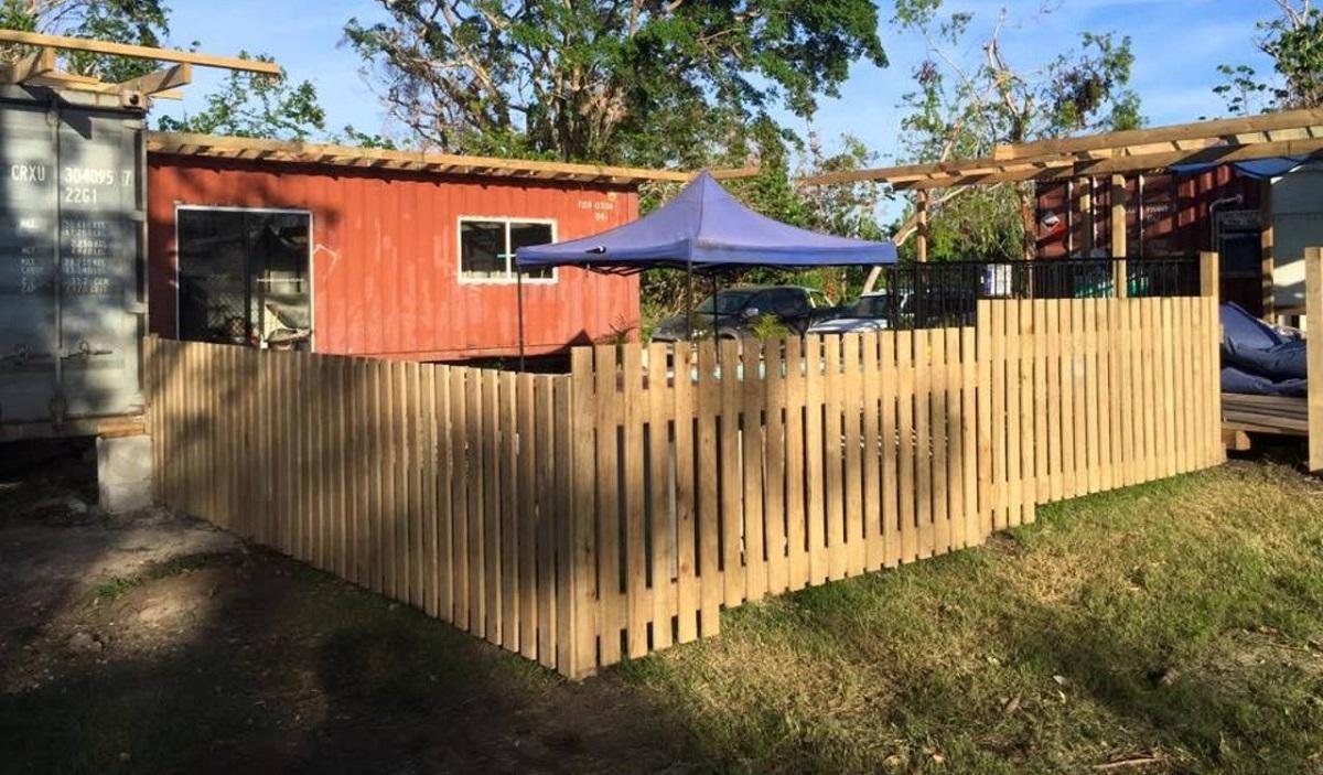 maison faite de conteneurs au Vanuatu