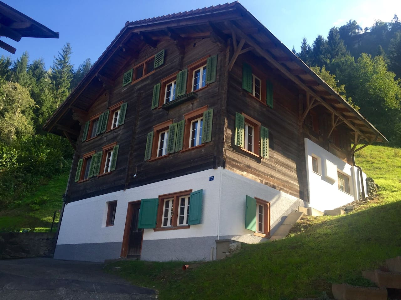 superbe maison suisse traditionnelle