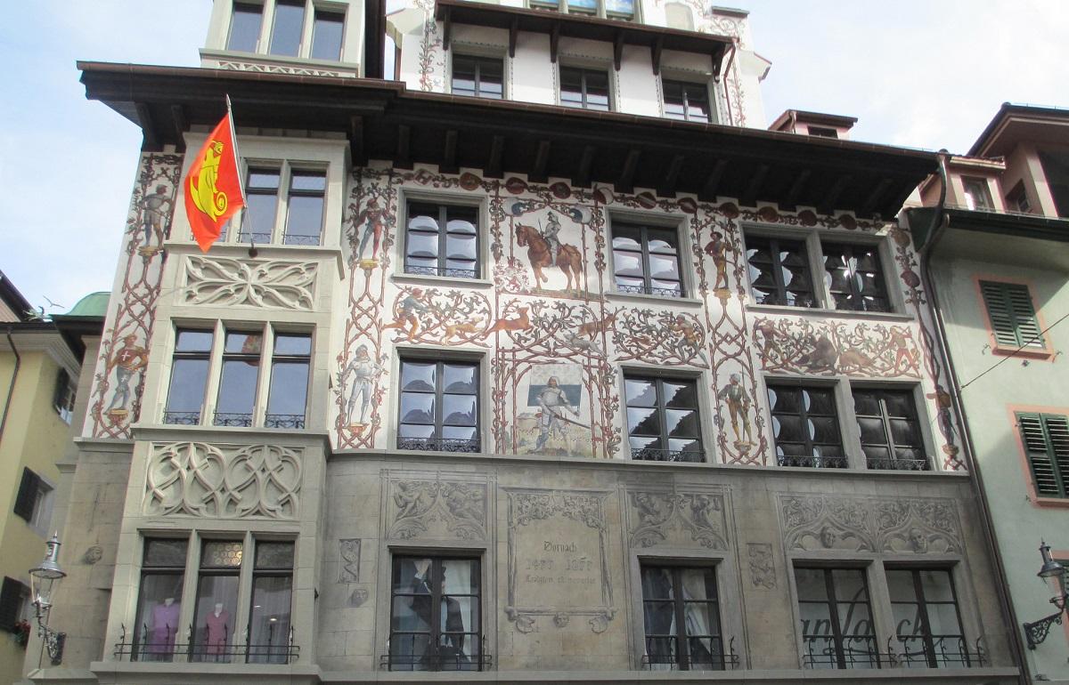 maison peinte lucerne