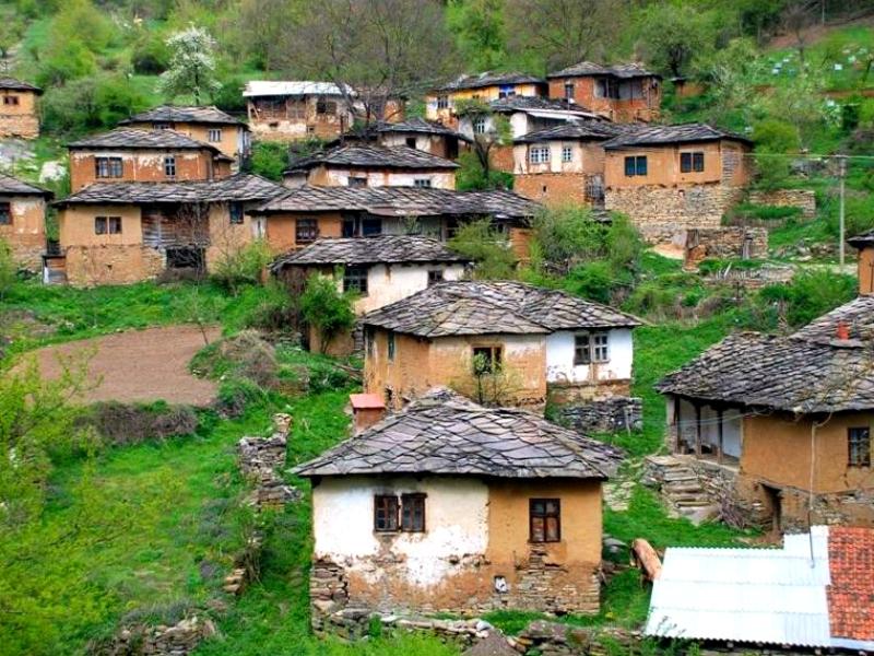 village de pierre de Gostuša