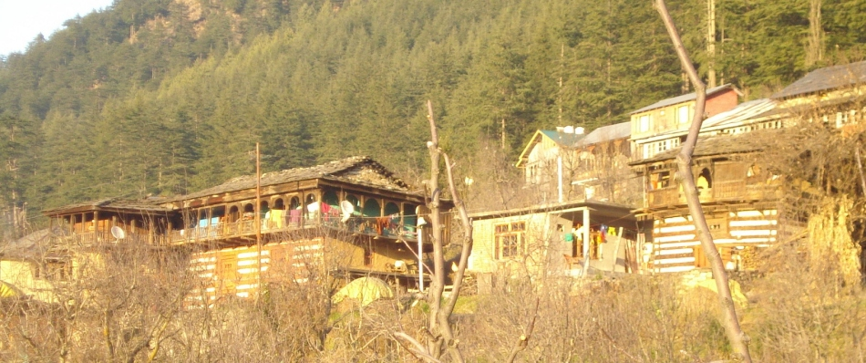 http://jamminglobal.com/galleries/jammin-thru-india-ladakh-gallery/35-old-manali-1024x768