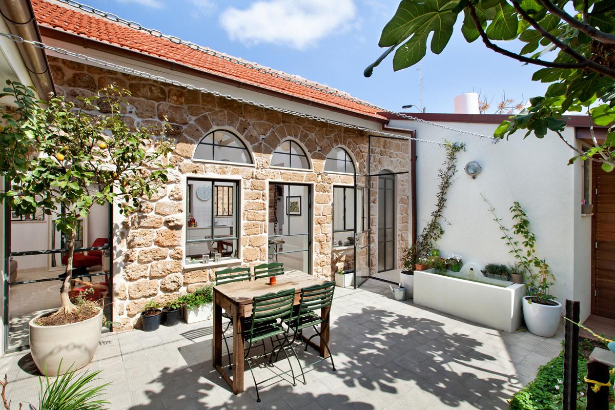 Belle villa en pierre méditerranéenne moderne